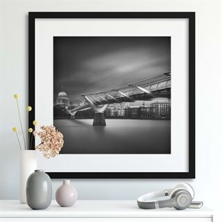 Millennium bridge by Ahmed Thabet - Indrammet plakat