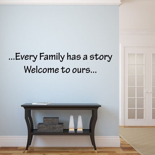 Every family has a story - en tanke væggende wallsticker tekst
