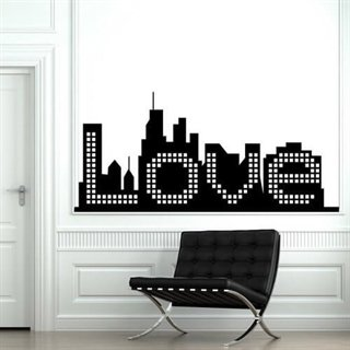 Mega fed wallsticker af en by hvor teksten love er skrevet inde i den. love city