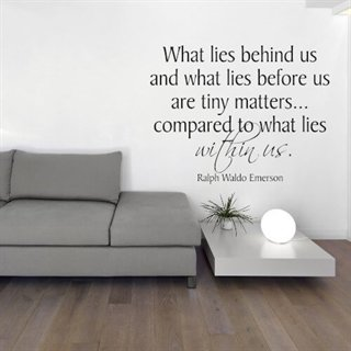 Wallstickers med engelsk tekst – What lies behind us are tiny matters