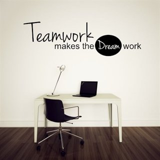 "Wallsticker med en fantastisk tekst ""teamwork make the dream work"" til kontoret"